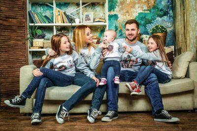 Модная одежда из трикотажа для всей семьи