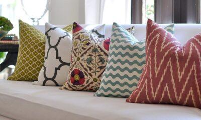Выбираем оригинальные подушки для диванов с холлофайбером