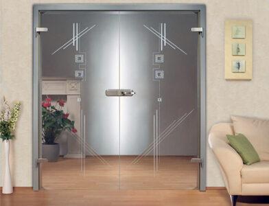 Красивые стеклянные двери – удобный и надежный выбор для дома