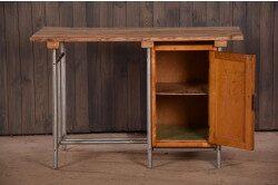 Винтажный письменный стол в интерьере