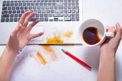 Что делать если жидкость попала в ноутбук