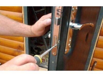 В каких случаях необходим ремонт входной двери